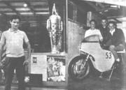 '61 en Indianápolis. '62 con Dahler, Andress y la Ducatti 175 cc.